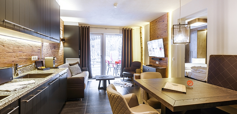 <strong>AvenidA Mountain Lodges Saalbach</strong> Design Suite 004 – Erdgeschoss